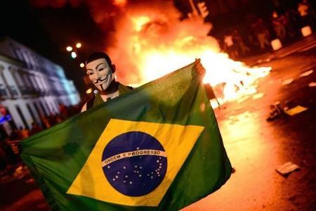 Mondiali Brasile, Anonymous mette in scacco la Rete